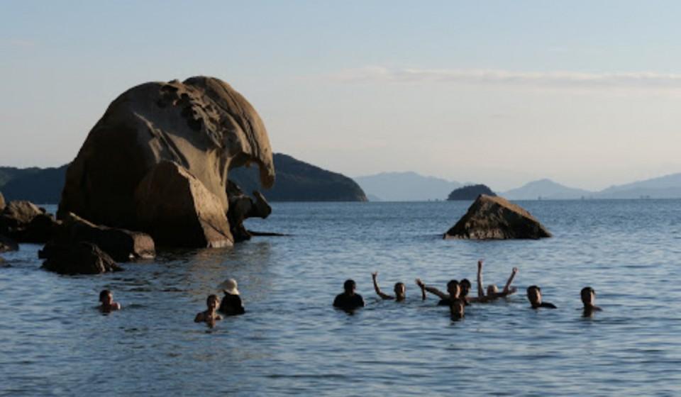 島の海で海水浴
